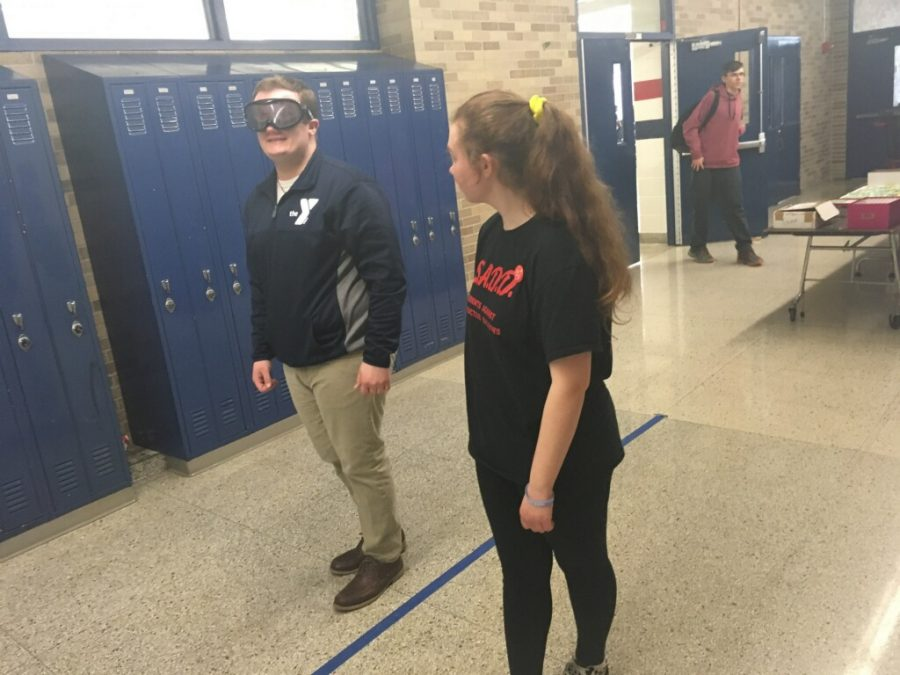Instructed+by+sophomore+Isabella+Riopelle%2C+senior+Alex+Morgan+tries+to+%22Walk+the+line%22+wearing+drunk+goggles.+Photo+by+Morgan+Prater.